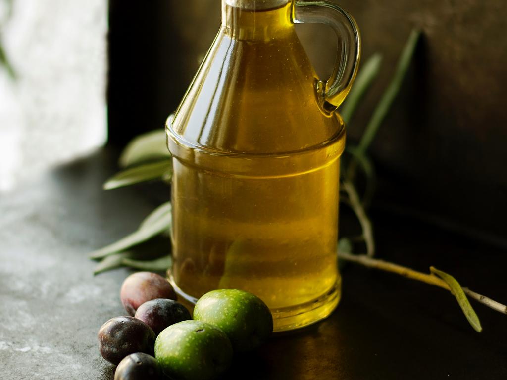 Kaltgepresstes Olivenöl bei trockener Haut